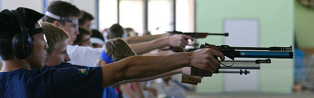 Vyvrcholením súťaže je kombinovaná disciplína kde pretekár beží tri kolá po 1km pričom v každom kole musí na streleckom stanovišti 5x laserovou pištolou zasiahnúť terč